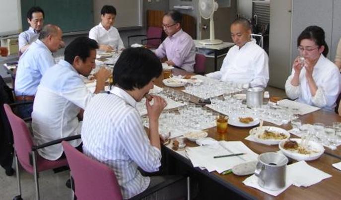 「ひろしま一途な純米酒」開発時の酒と料理との相性を確認